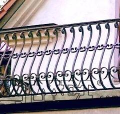 balustrady-balkonowe-zewnetrzne-metalowe-kuta-b130