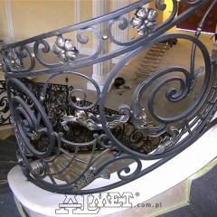 balustrady-schodowa-wewnetrzna-metalowa-kuta-na-wandze-b141r