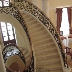 balustrady-schodowa-wewnetrzna-metalowa-kuta-porecz-debowa-b141a