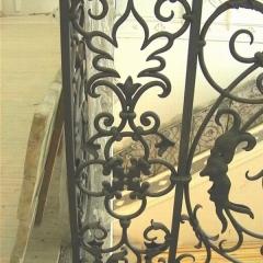 balustrady-schodowa-wewnetrzna-metalowa-kuta-w-stylu-gotyckim-b160d