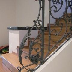 balustrady-schodowe-z-drewniana-porecza-b119b