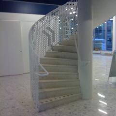 balustrady-ze-stali-nierdzewnej-na-schody-bd-101a